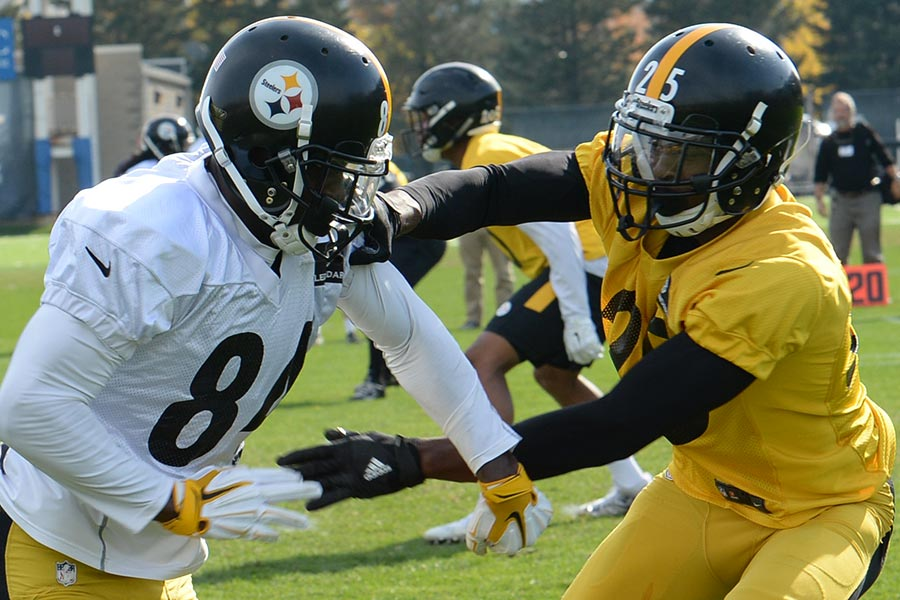 official photos fccf9 307bb Big Ben, Rain Highlight Steelers' First Practice
